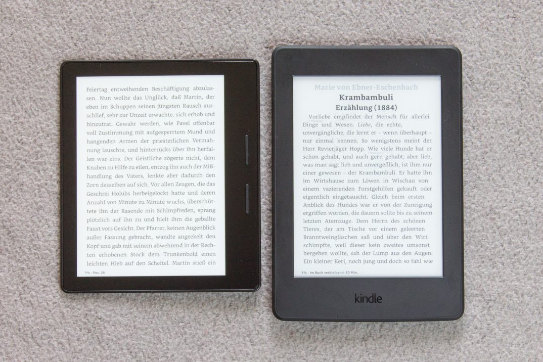 Kindle Oasis (links) und Kindle Paperwhite (rechts)