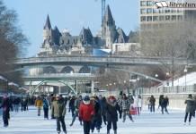 Eislaufen auf dem Rideau-Kanal in Kanada. Im Hintergrund das Fairmont-Hotel Chateau Laurier.