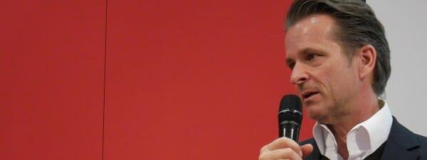 Rainer Dresen, Rechtsanwalt und Leiter der Rechtsabteilung bei Random House, auf der Bühne in Leipzig