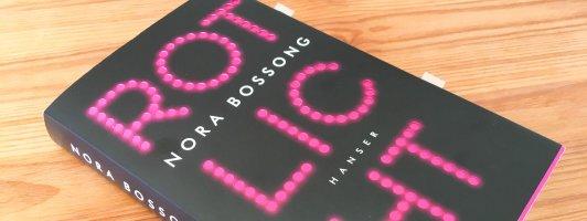 Schöne Gestaltung: Der Umschlag des Buches ist rosa, der Schriftzug auf dem Schutzumschlag ist ausgestanzt.