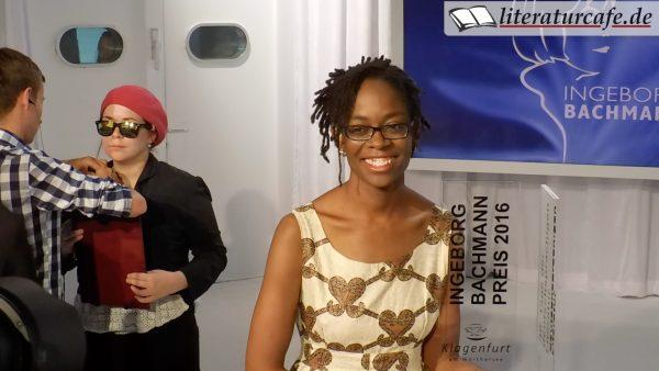 Publikumspreisträgerin Stefanie Sargnagel (links) und Bachmannpreisträgerin Sharon Dodua Otoo