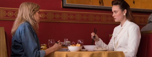 Die erwachsene Jeannette Walls (Brie Larson) trifft ihre Mutter (Naomi Watts) (Foto: Studiocanal)