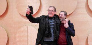 Ausgelassen nach der Premiere-Lesung: Wolfgang Schorlau (links) und Claudio Caiolo