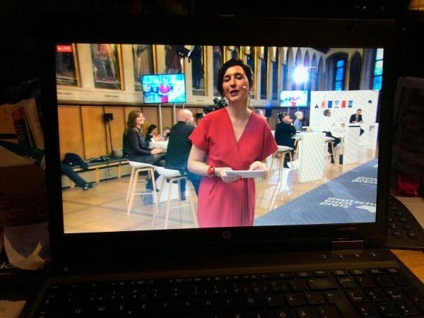 Cecile Schortmann moderiert im Kaisersaal und in meinem Notebook