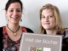 Sarah und Rebecca haben für literaturcafe.de das Spiel »Welt der Bücher« getestet