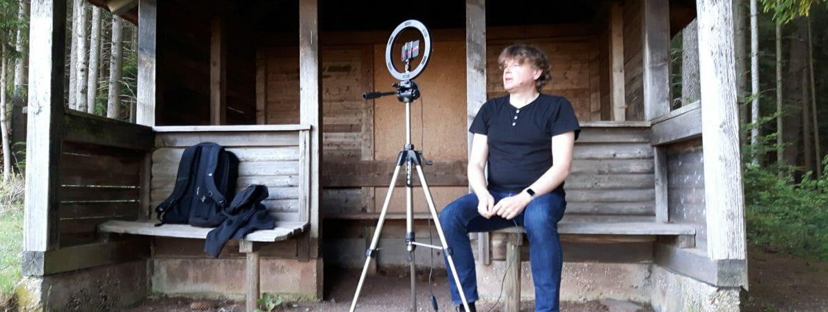Wolfgang Tischer liest Walden im Wald (und an einer Hütte): Der Aufbau am Tag 1