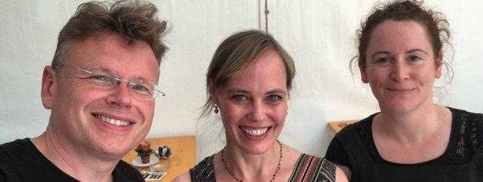 Die Podcast-Gäste von Wolfgang Tischer am 2. Lesetag: Nicola Steiner (mitte) und Andrea Diener