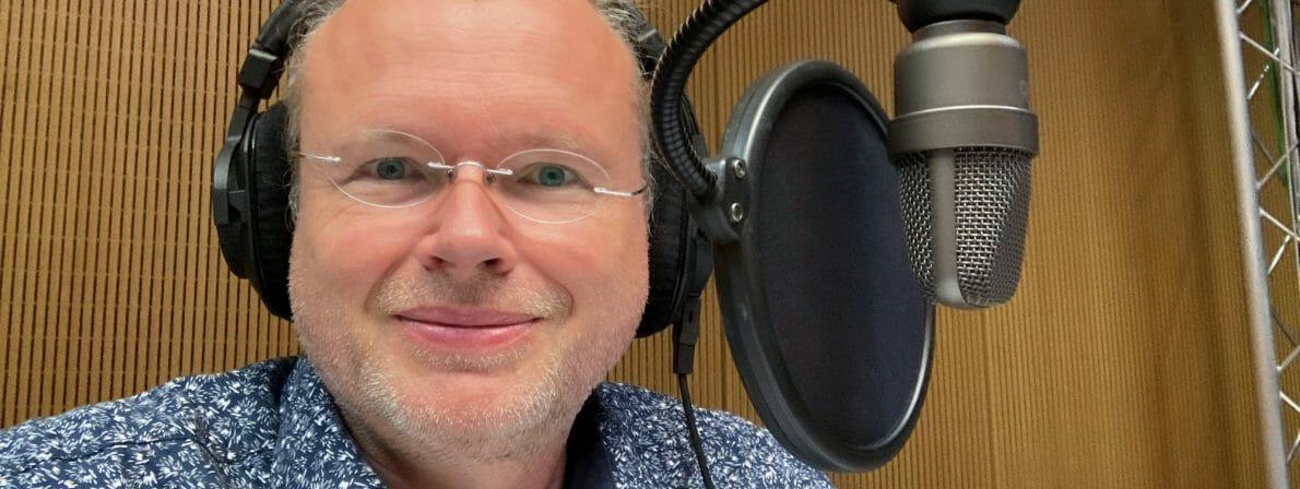 literaturcafe.de-Gründer und -Herausgeber Wolfgang Tischer im ARD-Studio.