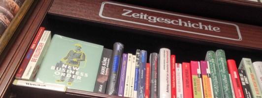 Regal in der kleinen Buchhandlung um die Ecke
