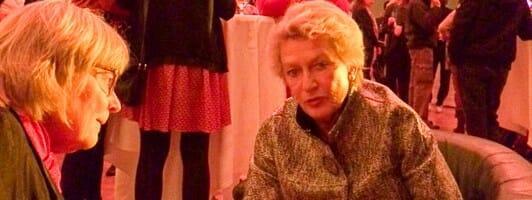 Petra Roth (rechts) im Gespräch mit der Autorin