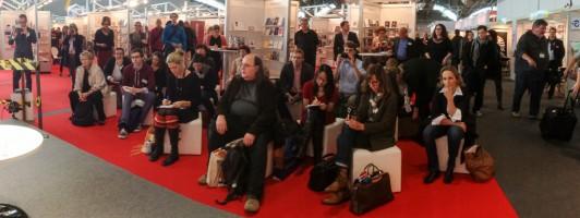 Publikum auf der Self-Publishing Area