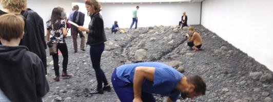 Flussbett-Installation des dänisch-isländischen Künstlers Olafur Eliasson (Foto: Barbara Fellgiebel)