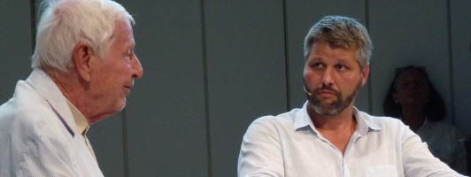 Enzensberger pariert souverän die peinliche Moderation Marc-Christoph Wagners. (Foto: Jana Groß)