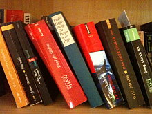 Zerlesene Bücher im Hotel